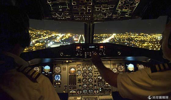 【没用的技能】飞机驾驶舱门怎么打开?